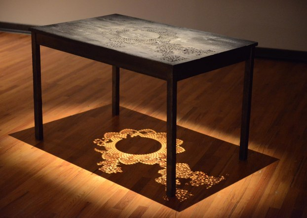 oeuvre en bois brulée table, wood burn art