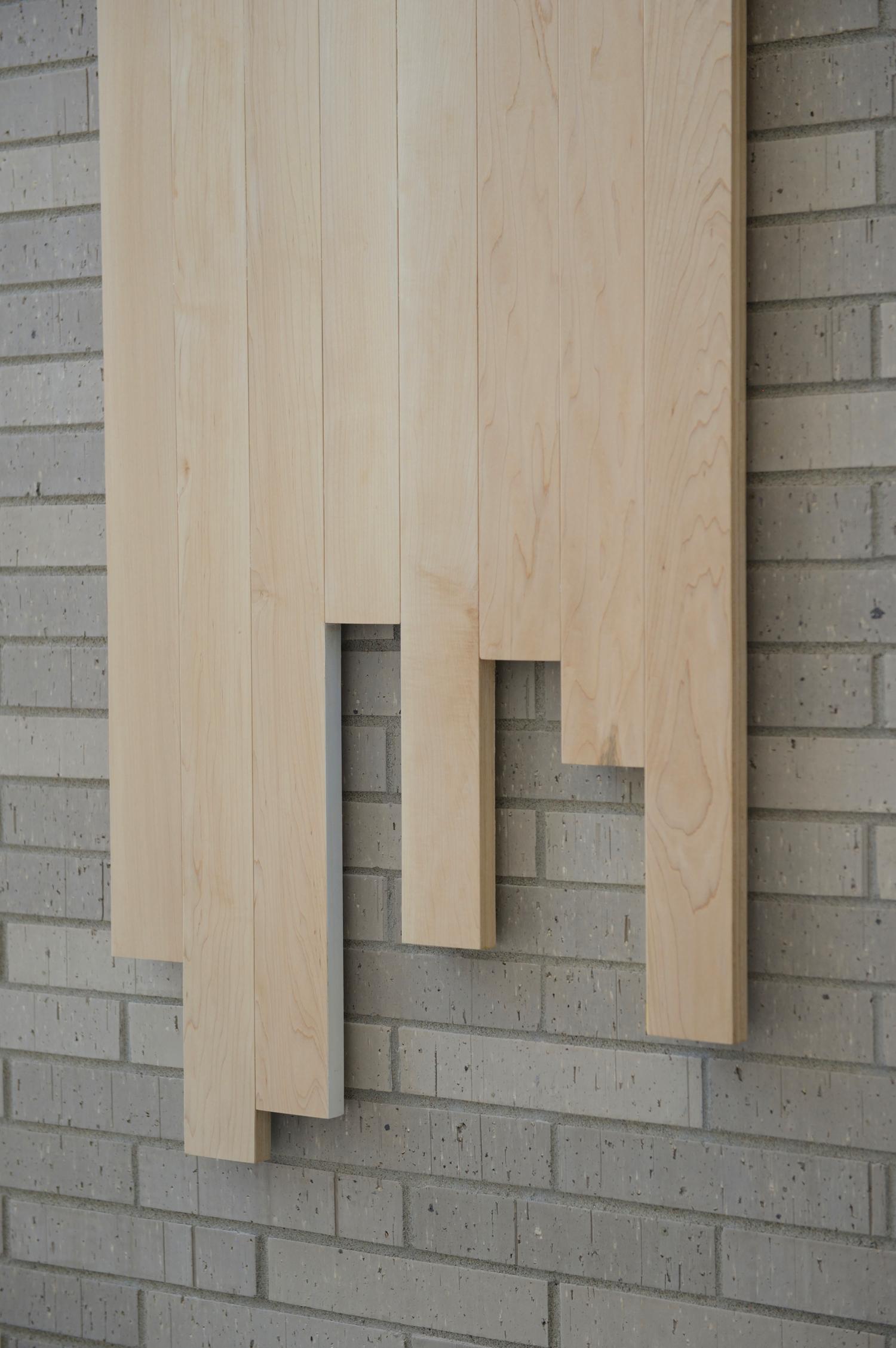 art public en bois dans une école montreal